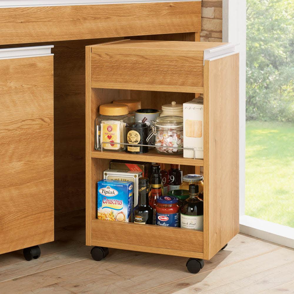 間仕切りキッチンカウンター スリムワゴン 幅29.5cm (イ)ブラウン スリムワゴン…サッと取り出しやすいので、毎日飲むお茶やよく使う調味料の収納にも。