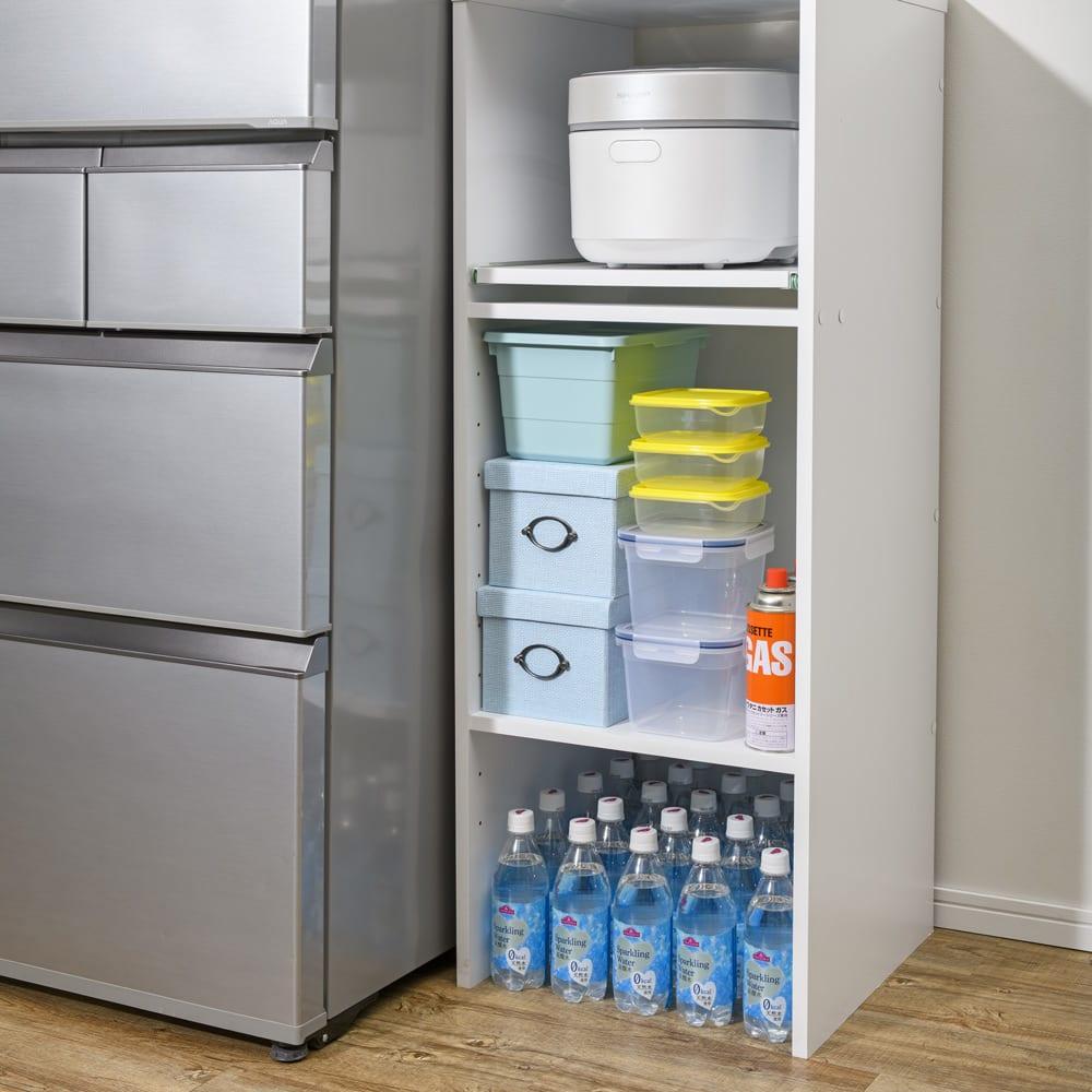 ゴミ箱上が活用できる家電オープンラック 幅59cm 【収納例 3 ボトル類】 見える場所に並べれば残り本数が把握でき、出し入れもスムーズ。