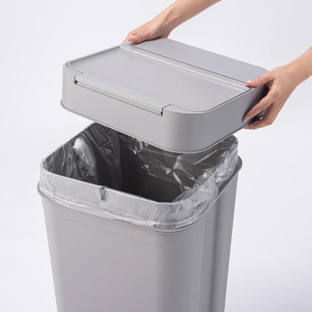 Seals(シールズ) ダストボックス 45リットル 【ゴミ袋セット方法 1】 上部のフタを外します。