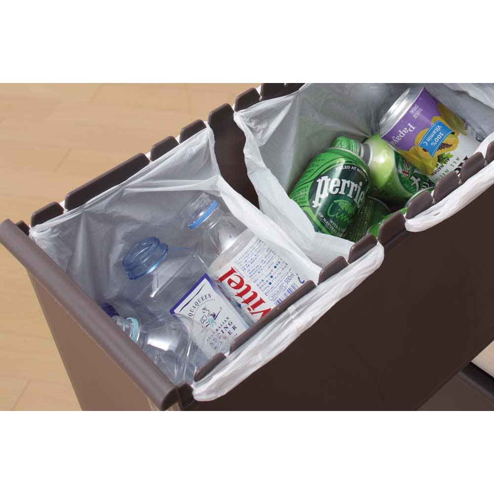 ステンレス天板 分別スウィングステーション(ダストボックス) 3段 引き出し内部にレジ袋がかけられて、ゴミを分別できます。