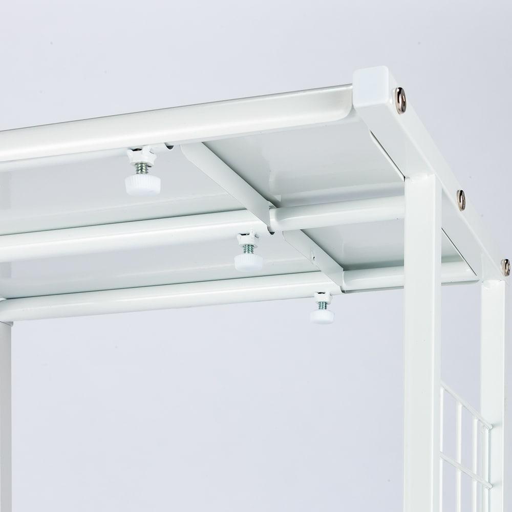 幅が伸縮する作業台ラック ワイドタイプ 奥行45cm 幅51cm~80cm 棚板をスライドさせて無段階に幅調節できます。