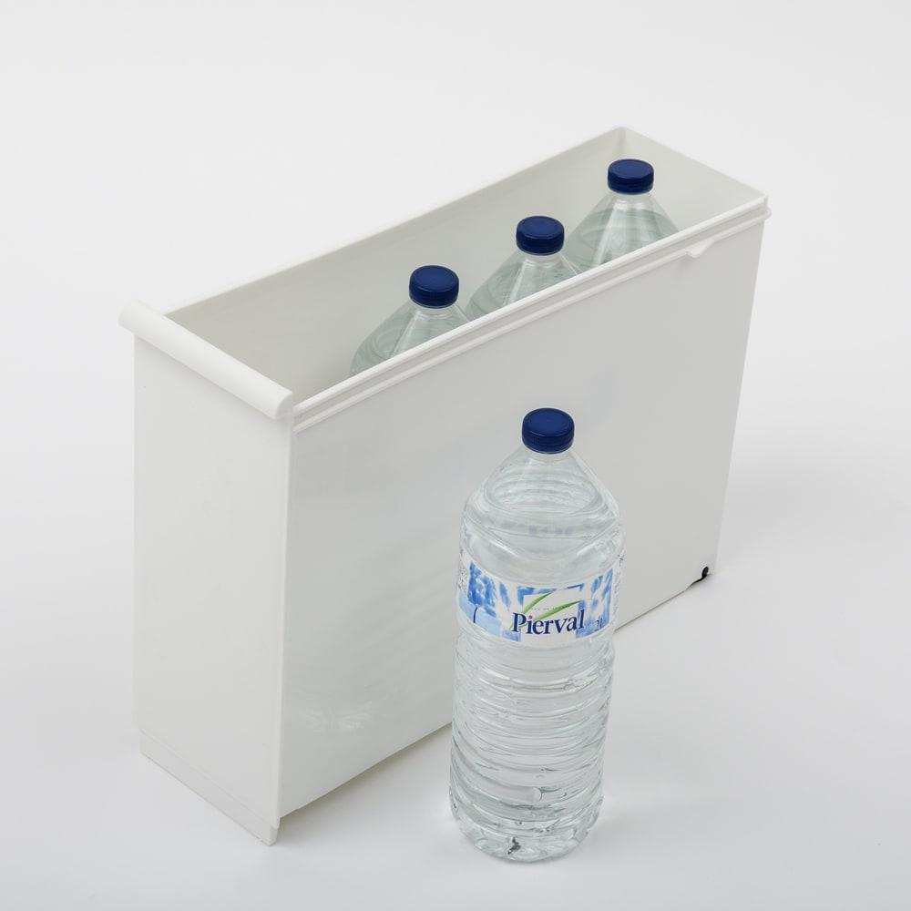 引き出しいっぱいスリムキッチンストッカー 9段・幅25.5cm 引き出しg・内寸高さ30.5cm。2リットルのペットボトルも入ります。