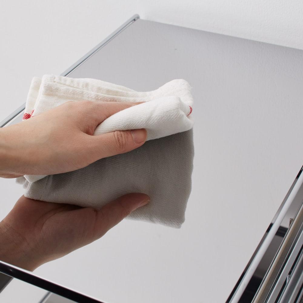 ステンレス製スムーズ引き出しラック 2段 幅28.6cm 天板・敷板はスタイリッシュな光沢が美しいステンレス製で、水や汚れに強くお手入れ簡単です。