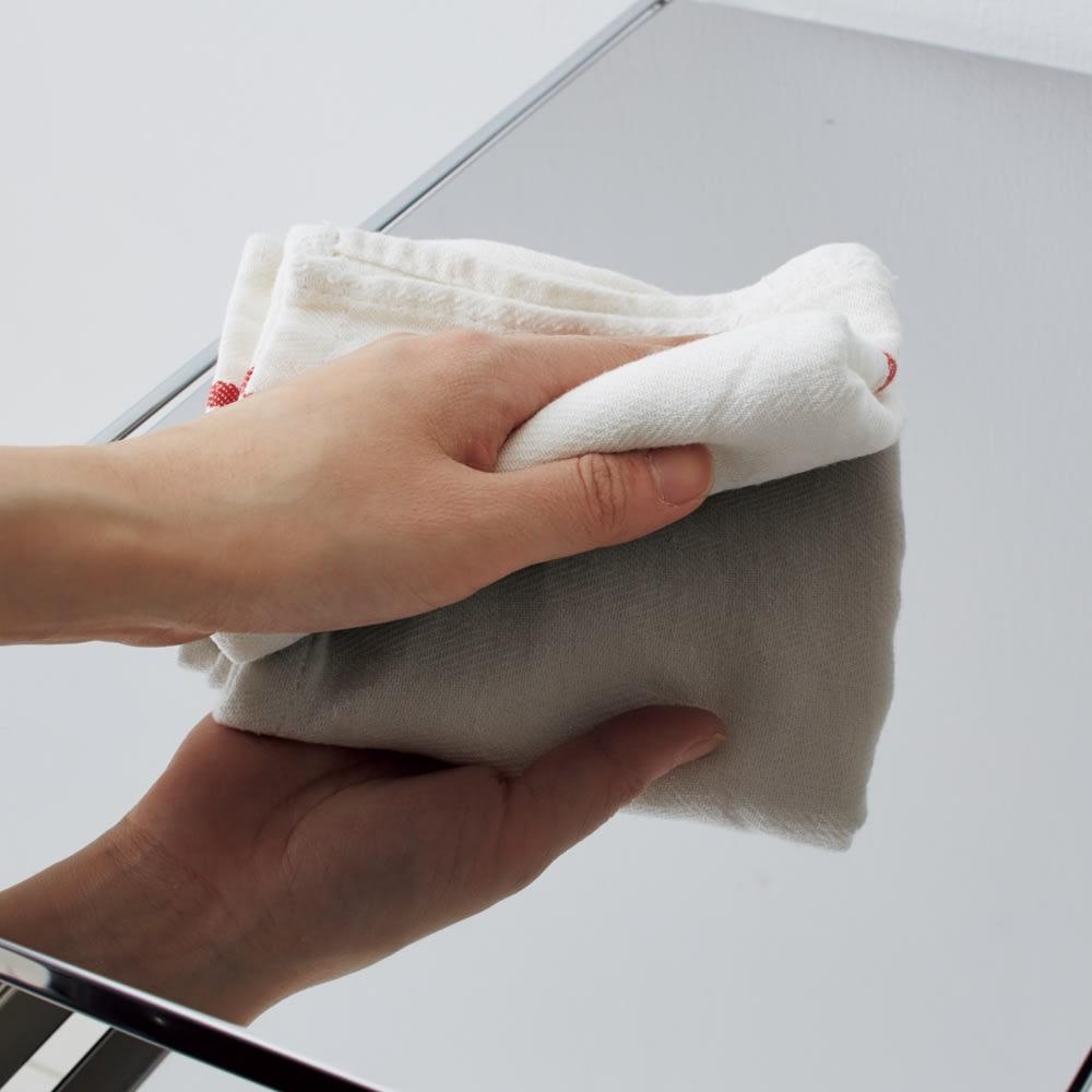 ステンレス製スムーズ引き出しラック 3段 幅20cm 天板・敷板はスタイリッシュな光沢が美しいステンレス製で、水や汚れに強くお手入れ簡単です。