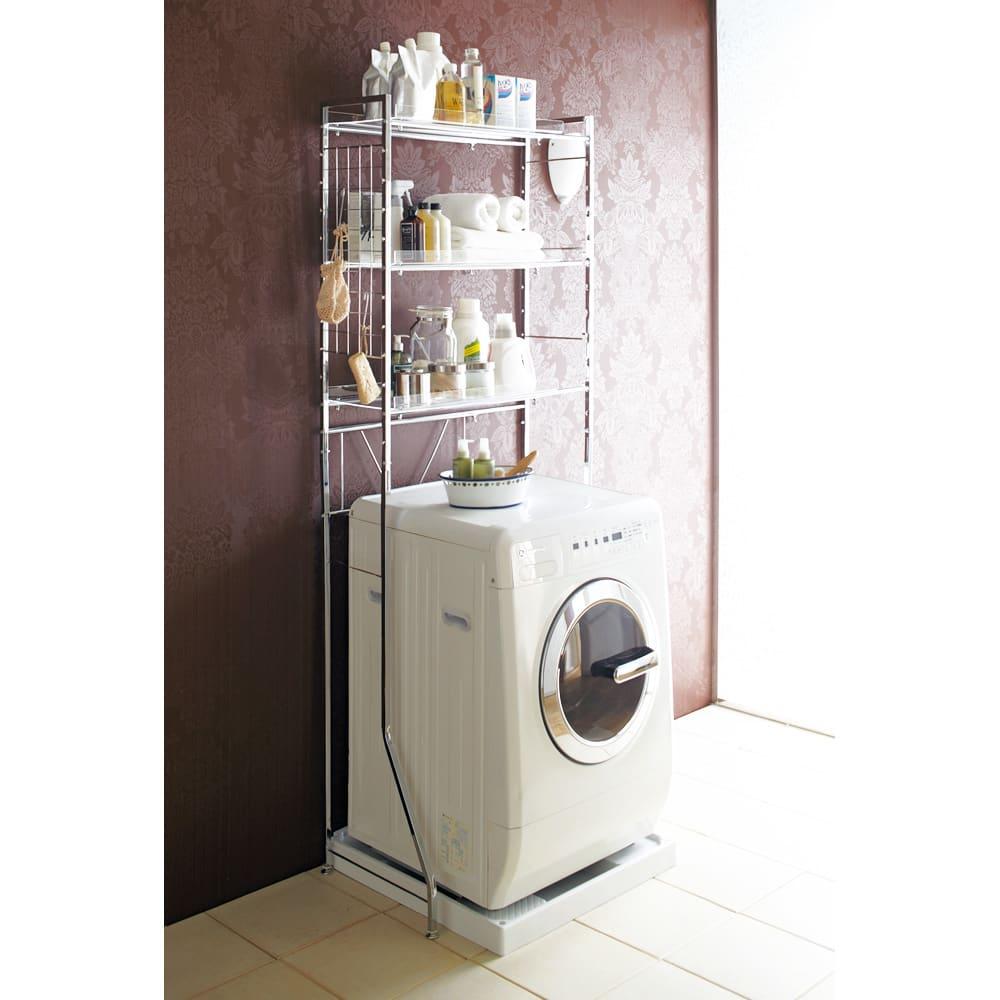 まるでホテル 透き通る棚板のスタイリッシュランドリーラック 棚2段 使用イメージ 「洗面所に収納が足りない」とお悩みの方におすすめのディノスで人気の洗濯機ラックです。 ※写真は棚3段タイプです。
