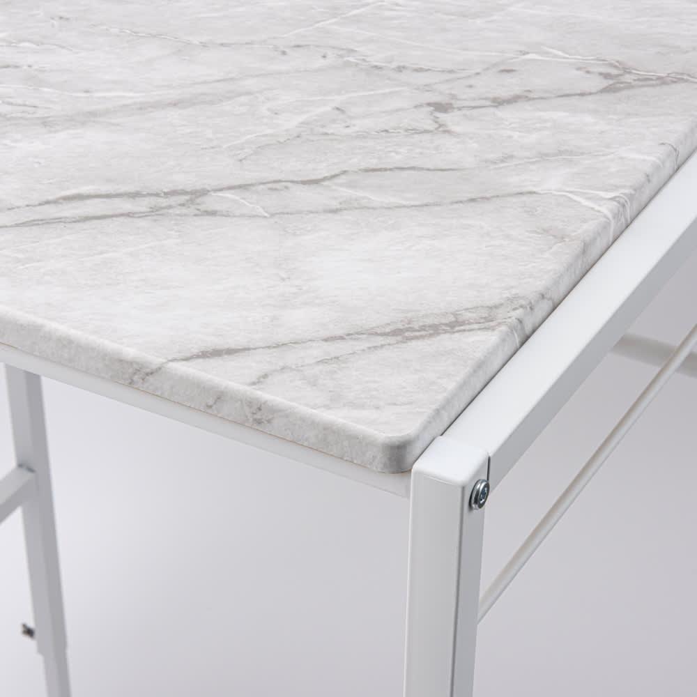 天井が低くても置ける大理石調ランドリーラック 棚2段 (ア)ホワイト(フレーム色) 高級感のある大理石柄の棚板と、ざらっとしたスチールのフレームが調和。