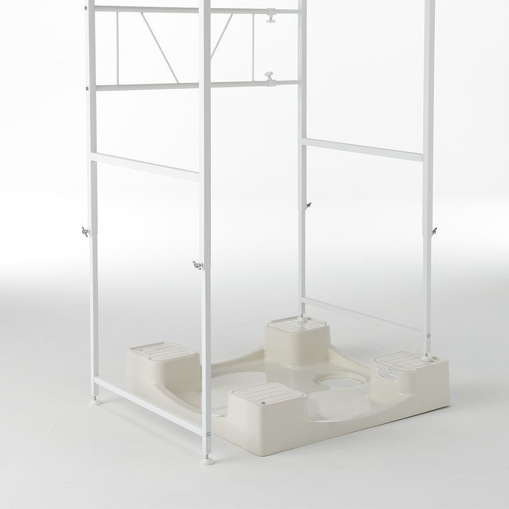 天井が低くても置ける大理石調ランドリーラック 棚2段 脚部は左右で高さを変えられるので、段差があっても設置できます。
