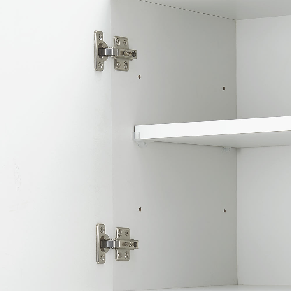 コンセント付き大理石調中天板のサニタリー収納庫 幅40cm 可動棚は9cm間隔3段階で高さ調整可能です。