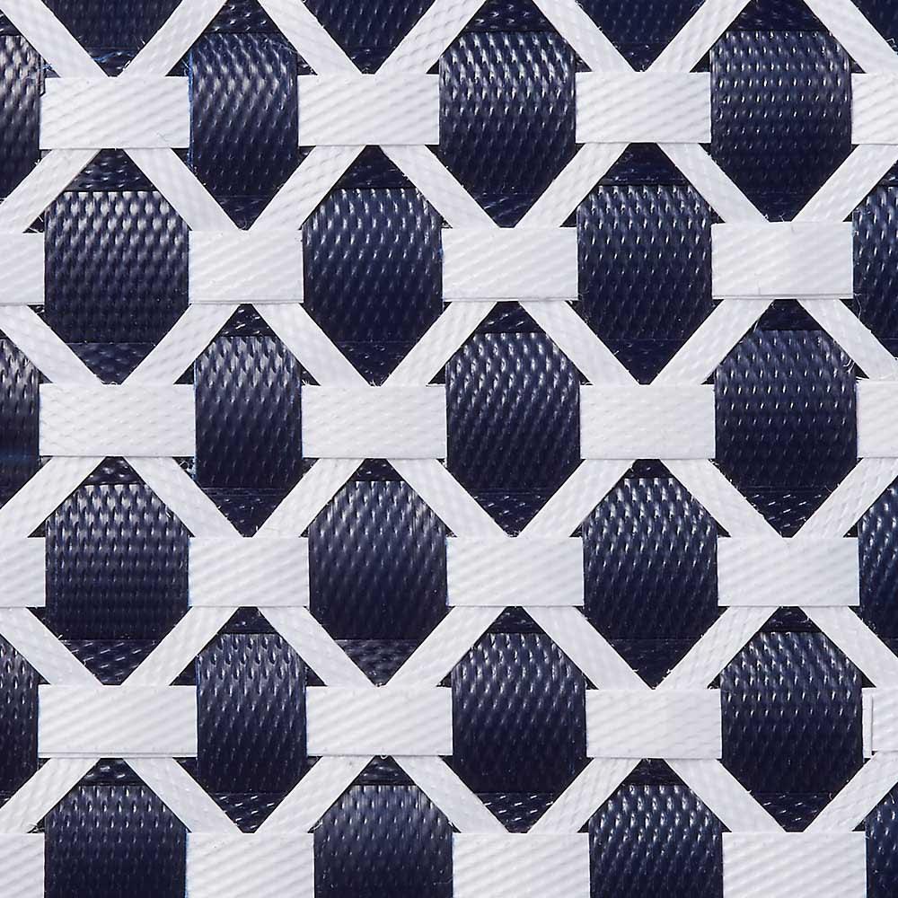 ノルディックランドリーバスケット Sサイズ 太さの違うプラスチックテープを手作業で編み込んで複雑な幾何学柄を表現。