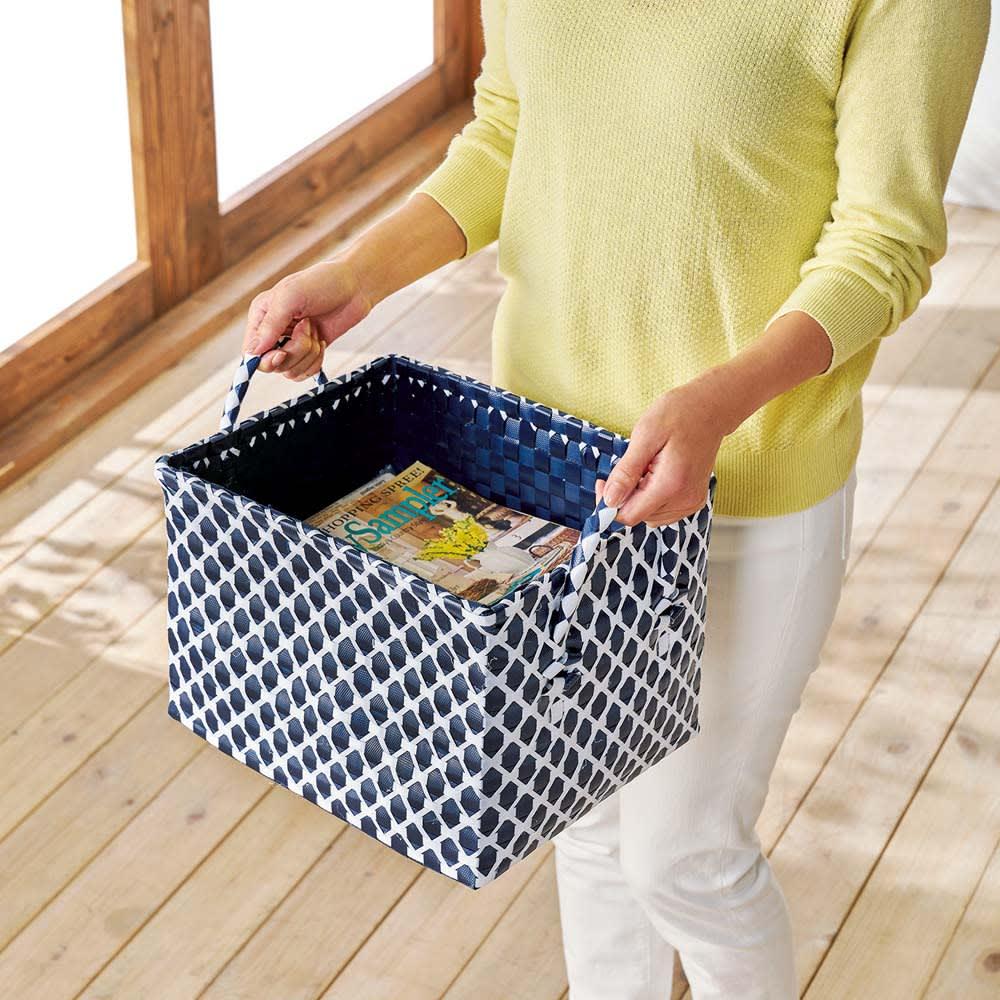 ノルディックランドリーバスケット Mサイズ 雑誌や新聞などを入れてリビング使いも。軽くて丈夫で、持ち運びラクラク。
