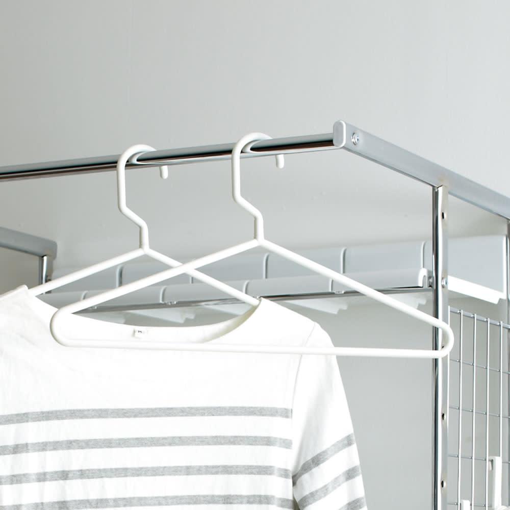 驚きのパイプ幅1.2cm すき間に収まるランドリーラック 棚1段バスケット4個 洗濯物のちょい掛けに便利なハンガーバー。