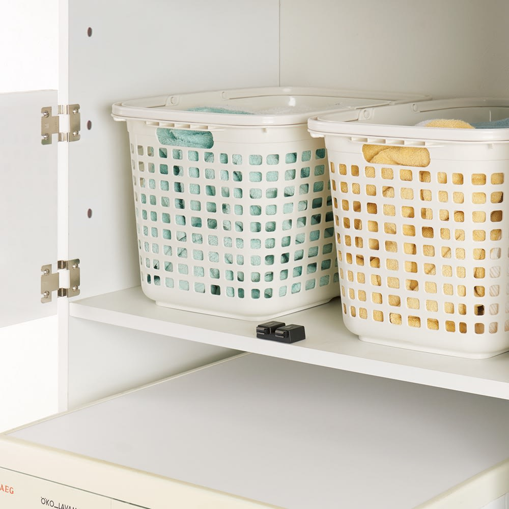脱衣カゴが隠せるランドリーラック 幅70cm 脱衣カゴを置く棚は、洗濯機に合わせて高さ調節可能。