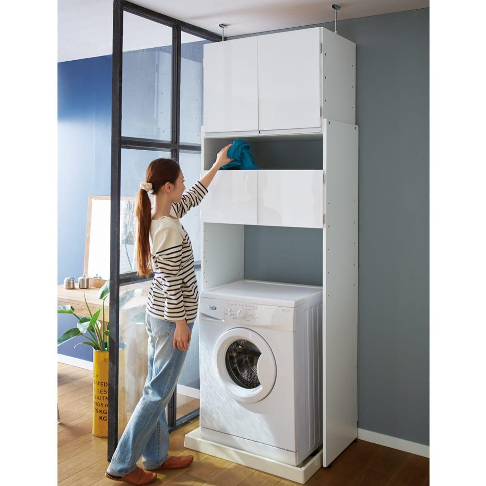 脱衣カゴが隠せるランドリーラック 幅80cm 本格的な木製で洗濯機上に備え付けのような収納家具が完成する洗濯機ラックです。