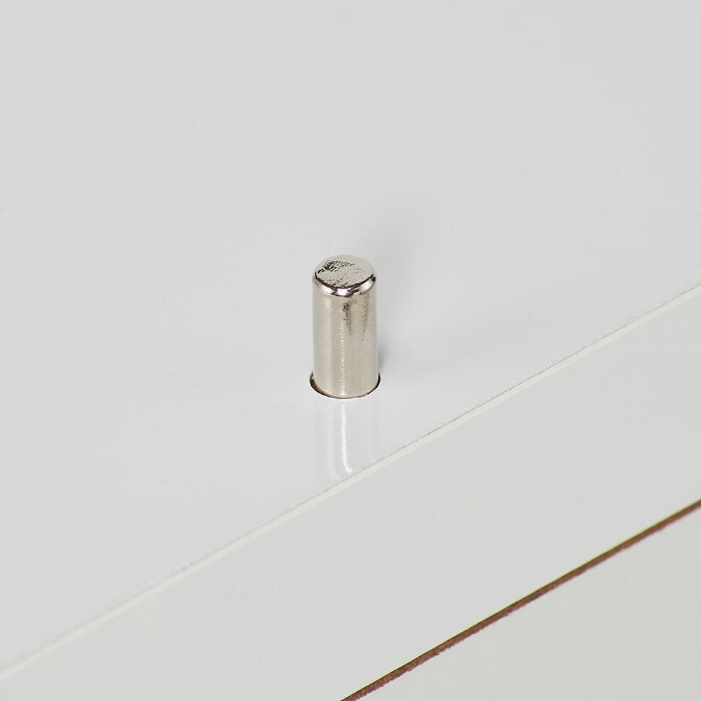収納物が取り出しやすい3面オープンすき間収納庫 幅15cm 上部の棚板部と下段の引出し部はジョイントピンでしっかりと固定。