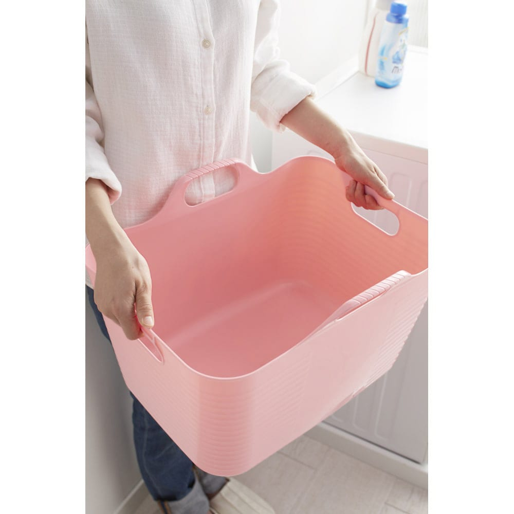 洗濯物の仕分けに便利 大きなバスケットのランドリーワゴン 4段 柔らかい素材のバスケットは取っ手付きで持ち運びに便利。丸洗いも可能です。