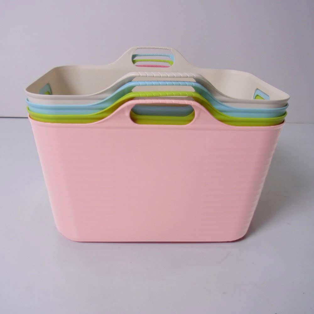 洗濯物の仕分けに便利 大きなバスケットのランドリーワゴン 4段 バスケットは重ねることができます。