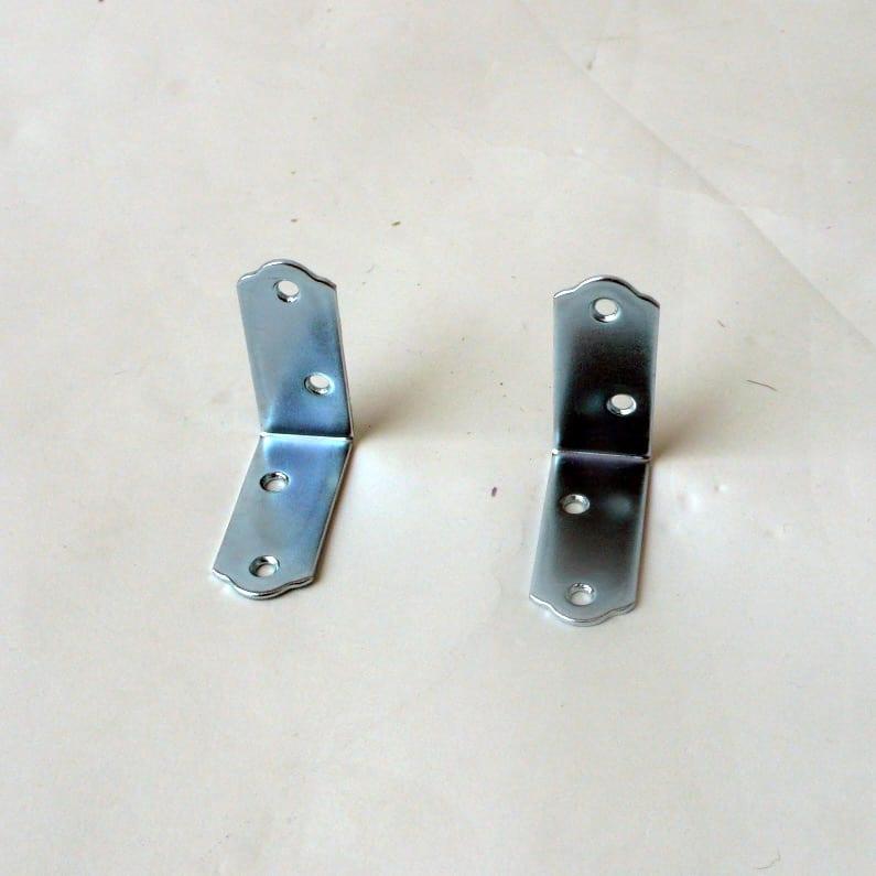 豊富なサイズから選べる 光沢仕上げすき間収納 幅25cm・奥行30cm 転倒防止金具付き