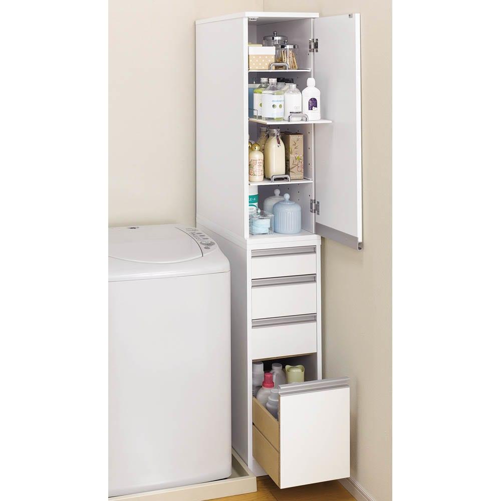 豊富なサイズから選べる 光沢仕上げすき間収納庫 幅15cm・奥行55cm 扉は左右どちら開きにも設置できます。(※写真は幅30cmタイプです。)