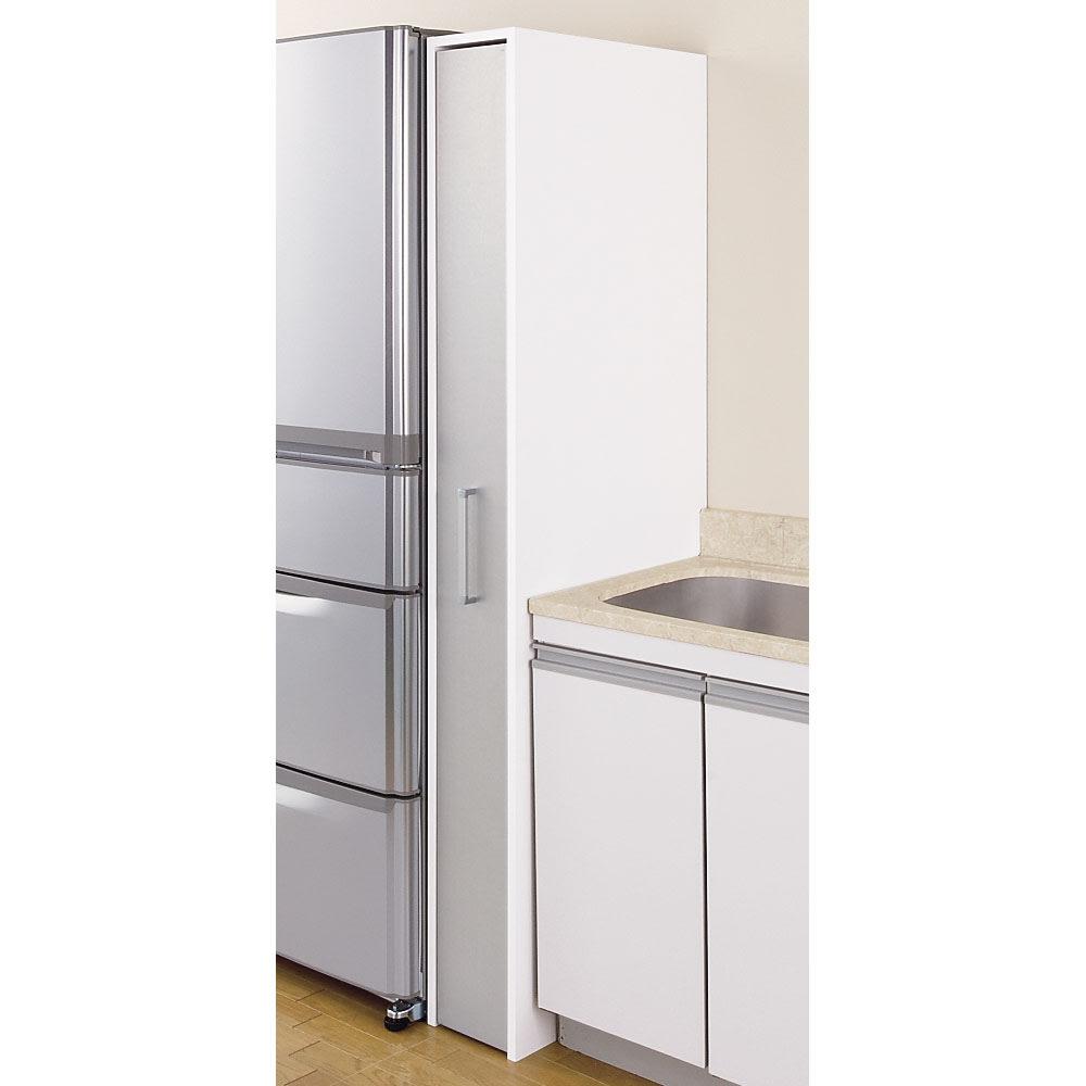 ボックス付きリバーシブル すき間収納庫 幅21奥行58cm 組立時に冷蔵庫の色に合わせて、 シルバー面で組み立てることも出来ます。 ※写真は幅21奥行58cmタイプです。