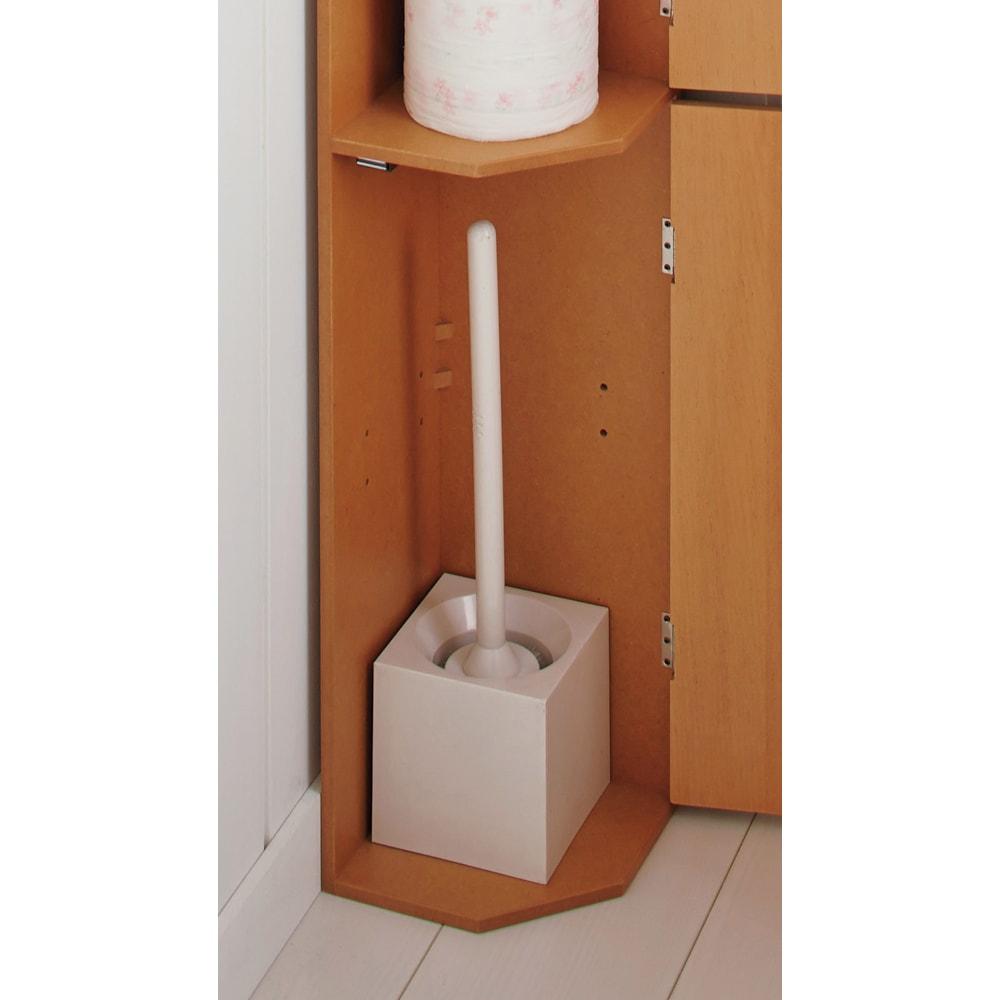 こだわりトイレの木製コーナーラック ハイ 高さ100cm 背の高いトイレブラシもすっきりと収納できます。(※棚板1枚外して撮影)