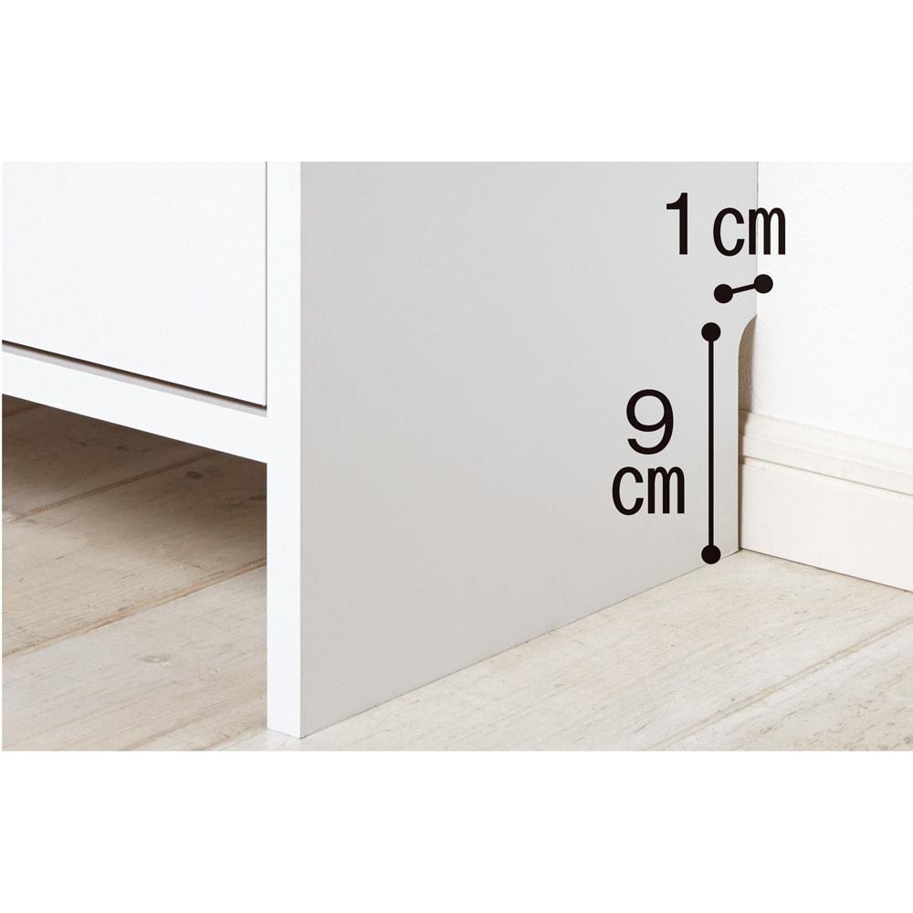 薄型フラップ収納チェスト 幅59cm・奥行19cm 幅木をよけて壁にぴったり設置できる仕様です。