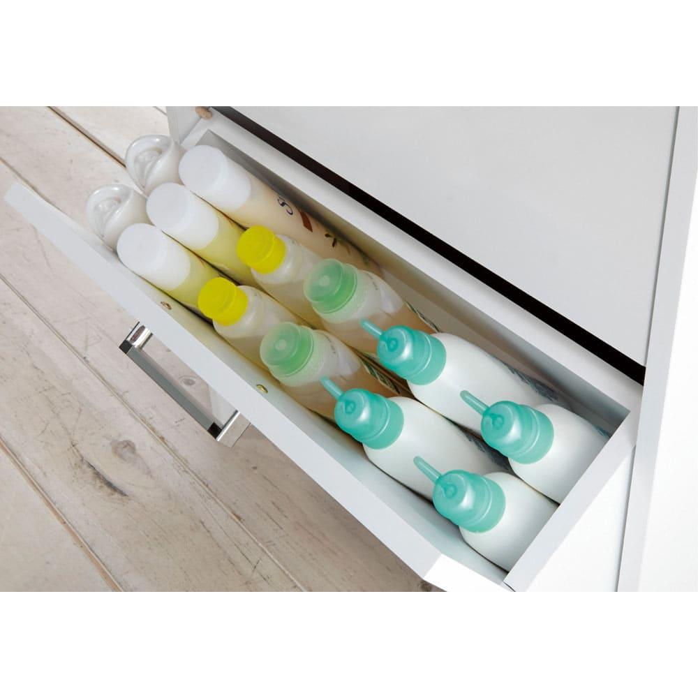 薄型フラップ収納チェスト 幅89cm・奥行19cm シャンプーや洗剤などのボトル類を。