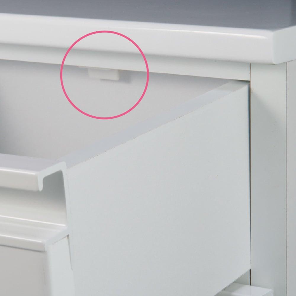 取っ手まで真っ白で美しい キャスター付きホワイトチェスト 幅45奥行30cm 引き出しは抜け落ち防止のストッパー付き。