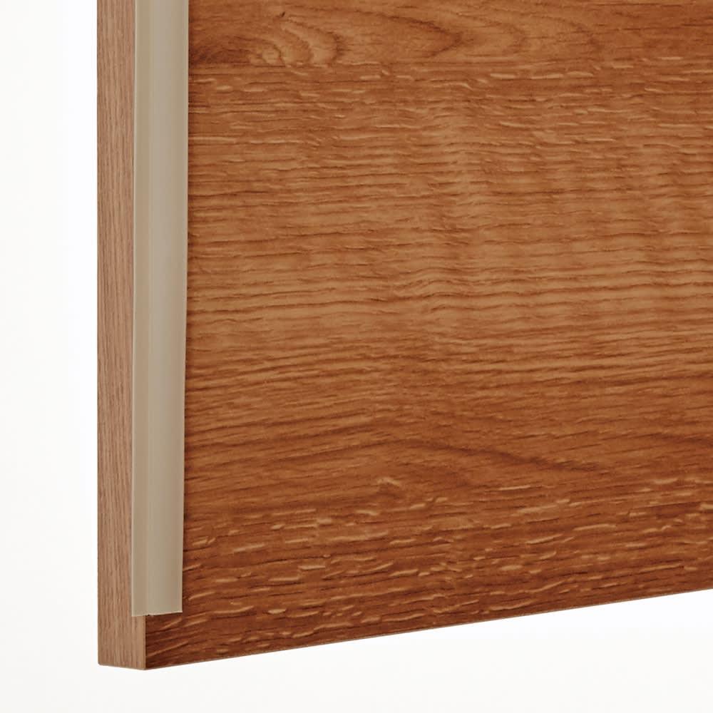 家電が使えるコンセント付き 多機能洗面所チェスト 幅37.5cm 防塵フラップ付きの扉でホコリが入りにくい仕様。