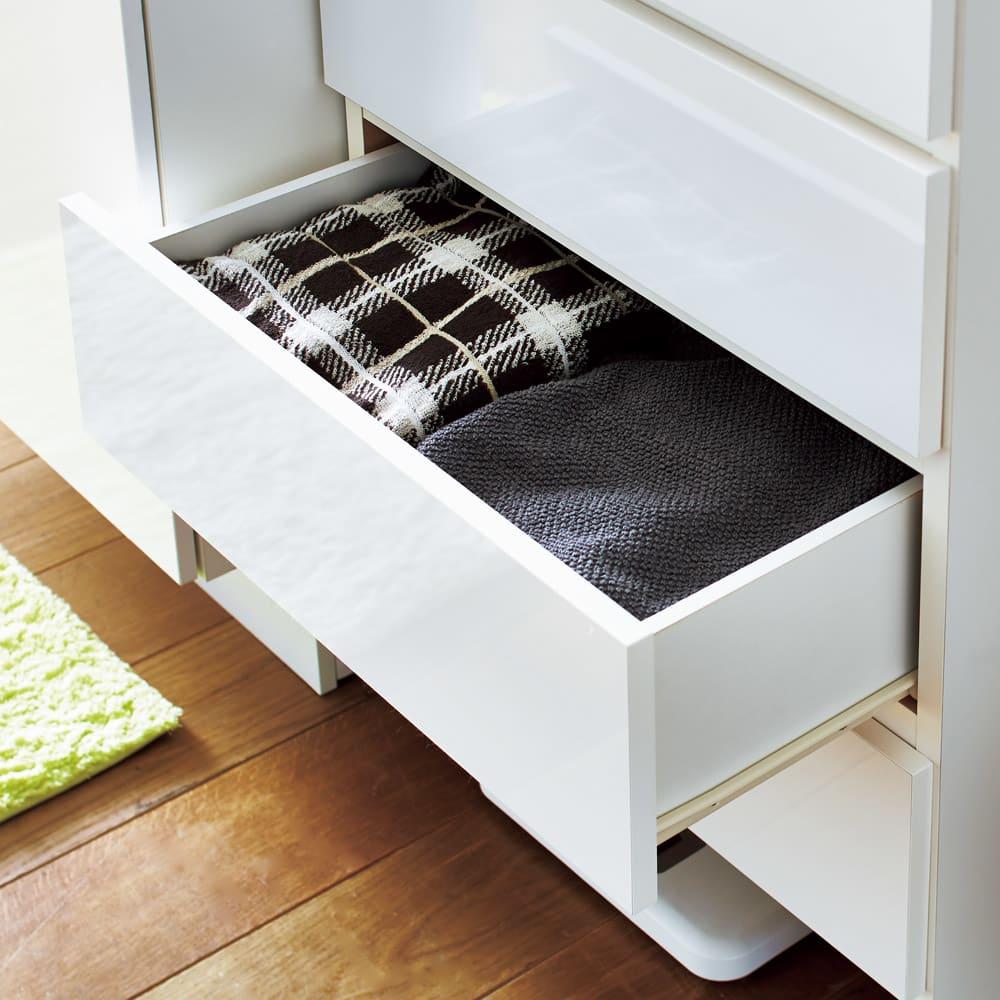 家電が使えるコンセント付き 多機能洗面所チェスト 幅45cm 引き出しはかさばるタオルの収納にぴったりです。(※写真は幅60cmタイプです)
