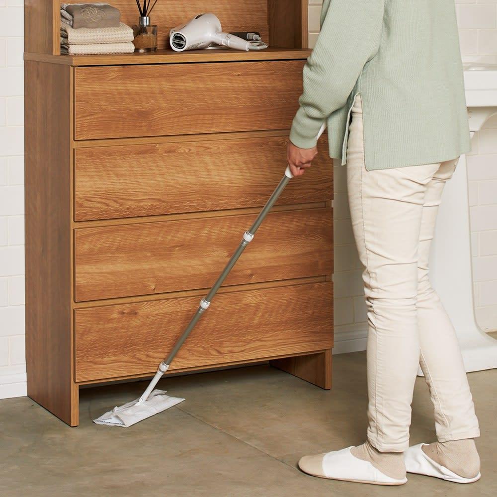 家電が使えるコンセント付き 多機能洗面所チェスト 幅67.5cm 脚元に体重計が入ります。お掃除もラクラク。