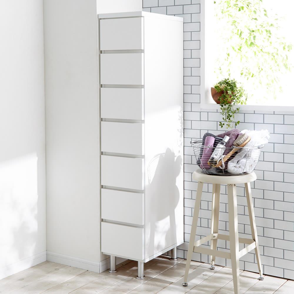 組立不要 お掃除しやすい 湿気を気にしない 多段すき間チェスト 4段・幅29.5奥行29.5cm 高さ147.5cmのハイタイプは引き出しが7杯付きでたっぷり収納ができます。