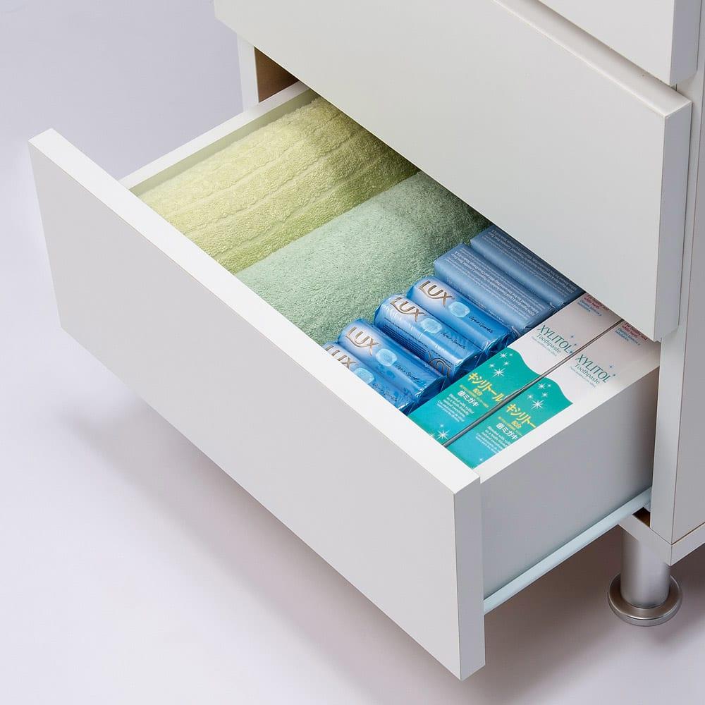 組立不要 お掃除しやすい 湿気も気にならない 多段すき間チェスト 4段・幅44.5奥行29.5cm 引き出しの収納例:奥行29.5cmはタオルや細かい衣類、コンタクトレンズ、雑貨類を収納するのにおすすめです。