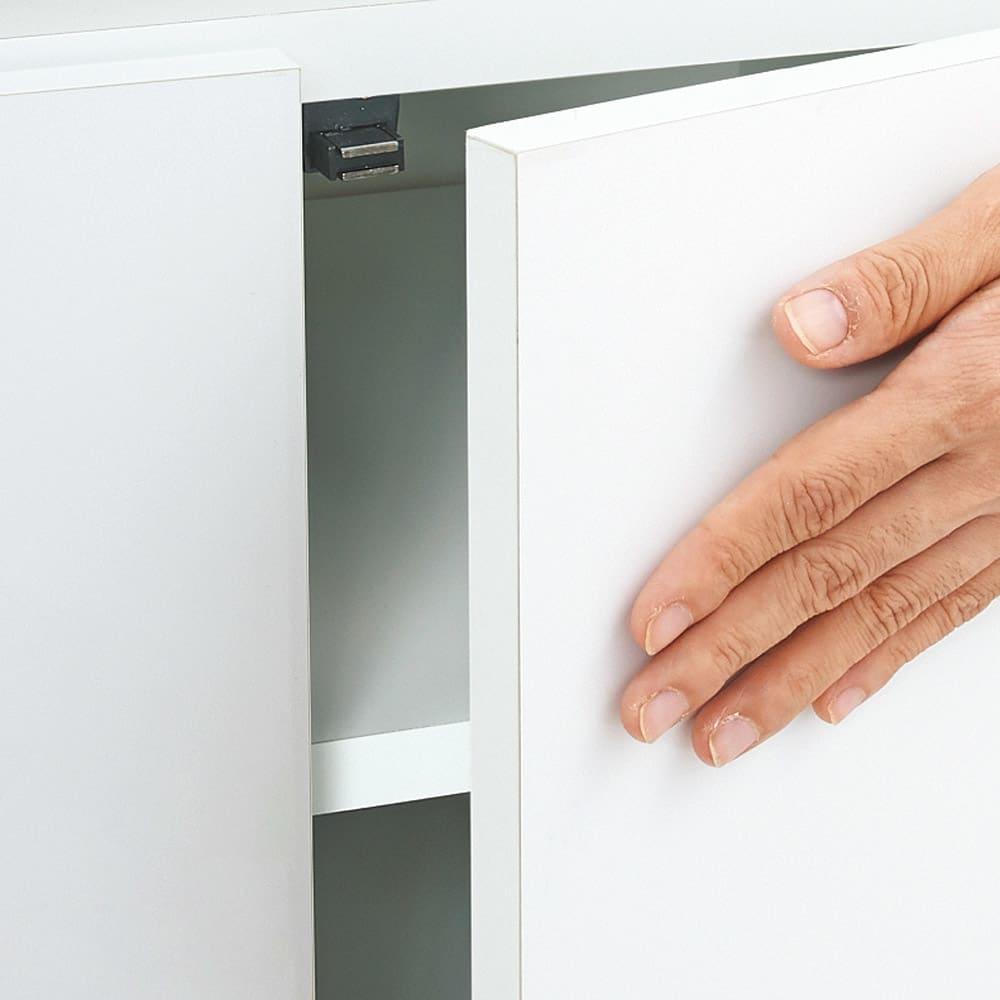組立不要 出し入れしやすい(自由に使える)光沢仕上げ快適収納庫 幅80奥行45cm 扉はワンタッチで開くプッシュ式。