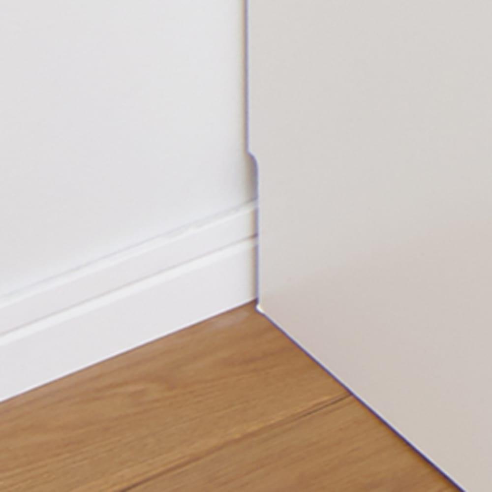 隠せる脱衣カゴ付きサニタリー収納庫 幅31cm カゴ小1個 背面下部には幅木よけカット(1×7.5cm)が施してあり、壁にすき間なくぴったりと設置ができます。