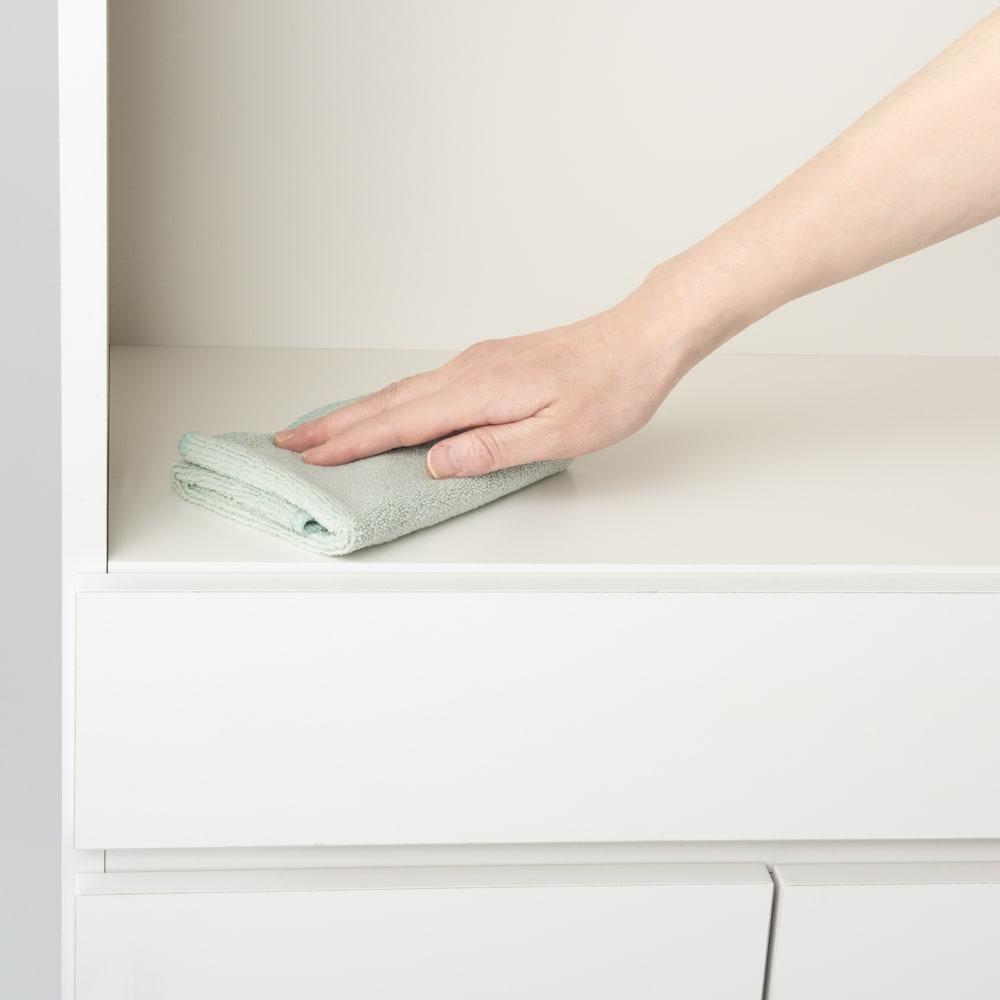 隠せる脱衣カゴ付きサニタリー収納庫 幅43.5cm カゴ大1個 汚れもサッとひと拭きで、お手入れが簡単。