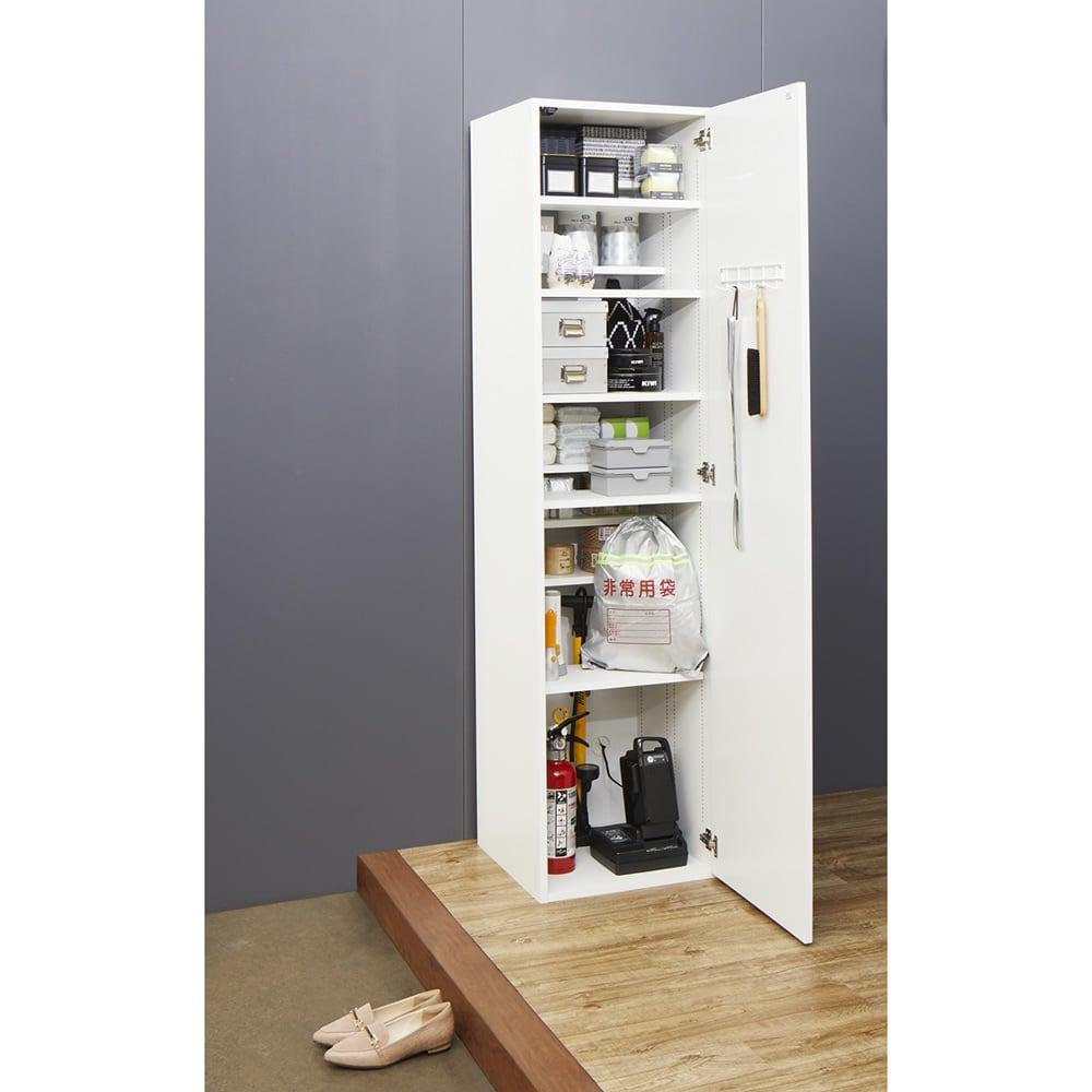 組立不要 光沢仕上げ たっぷりハウスキーピング収納庫 幅75cm・奥行55cm 使用イメージ 玄関の収納庫としても活躍します。 ※写真は幅45cm・奥行45cmタイプです。