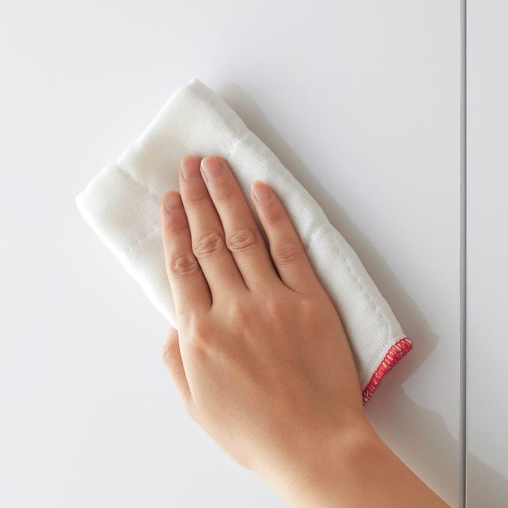 組立不要 光沢仕上げ たっぷりハウスキーピング収納庫 幅75cm・奥行55cm 前面は光沢素材(ポリエステル化粧合板)でお手入れ簡単。