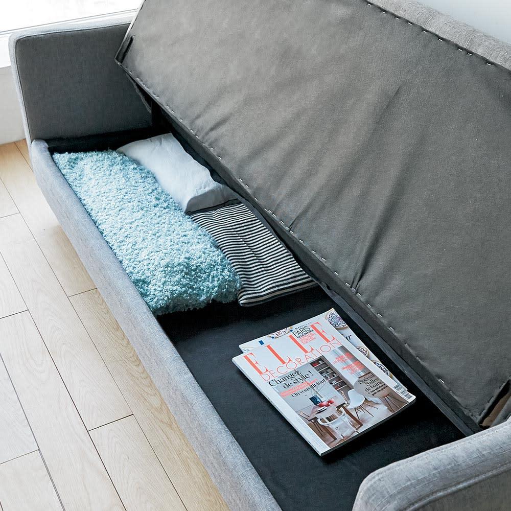 デザインにもこだわったソファベッド 幅196cm奥行70cm 座面下のスペースには、カバー類や衣類などが収納できます。