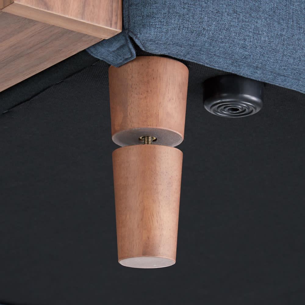 高さが調節できる北欧デザイン天然木カバーリングソファ 幅180cm(3人掛け) 脚の高さが3段階(15・9・3cm)に変えられ、ロースタイルにも対応。