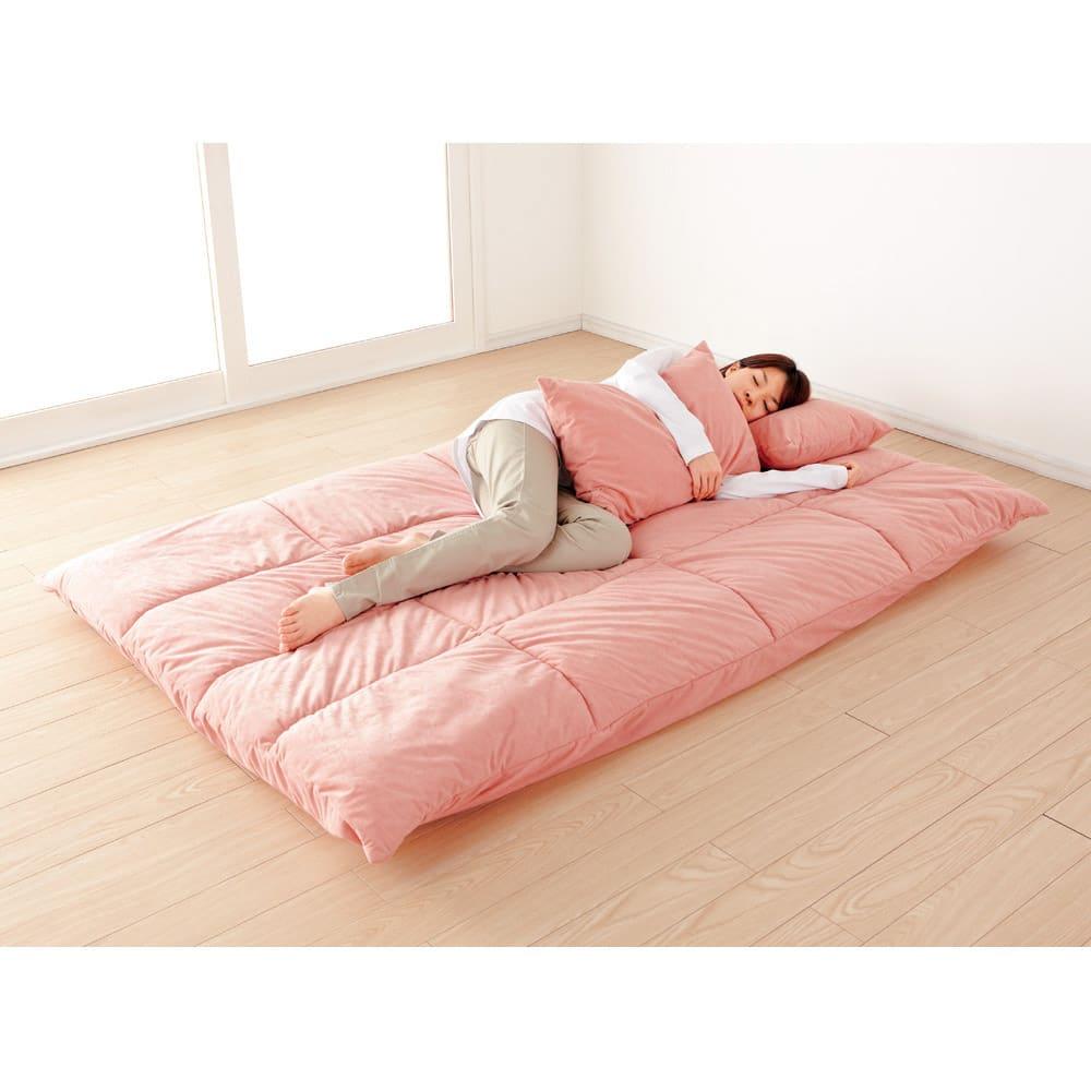 お好みスタイルが自在に!洗えるカバーリング マルチリクライニングソファベッド ロータイプ ベッド時(イ)ピンク