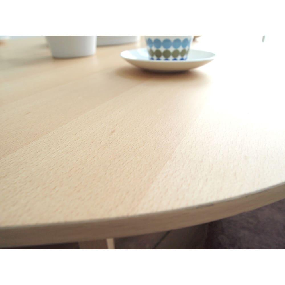 折れ脚フロアテーブルエッグ 幅90cm 表面は思わず触りたくなる滑らかさ。