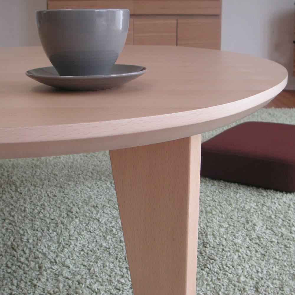 折れ脚フロアテーブルエッグ 幅120cm 折りたたみが可能な脚部。シンプルなので脚を入れる際も邪魔になりません。