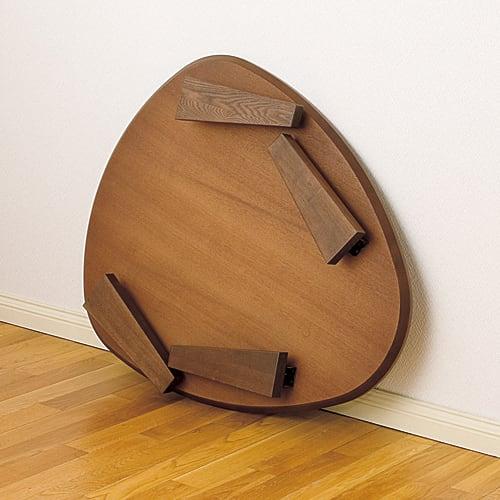 折れ脚フロアテーブルエッグ 幅140cm 折れ脚式で、コンパクトに収納も可能。折りたたみ時厚さ10cm。