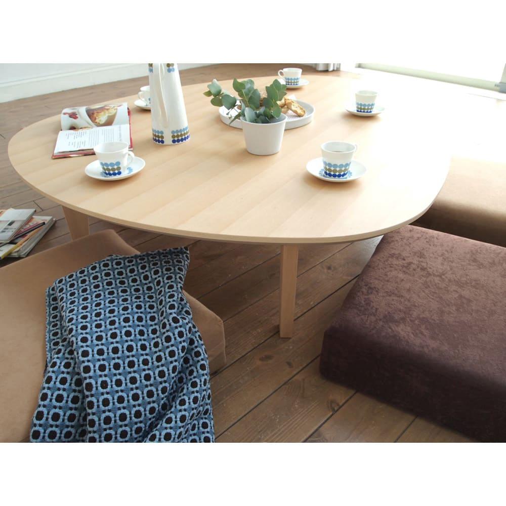 折れ脚フロアテーブルエッグ 幅140cm 暖かい午後の日差しをあびながら、みんなでお茶会。そんなシーンがぴったりのテーブルです。 (イ)ナチュラル