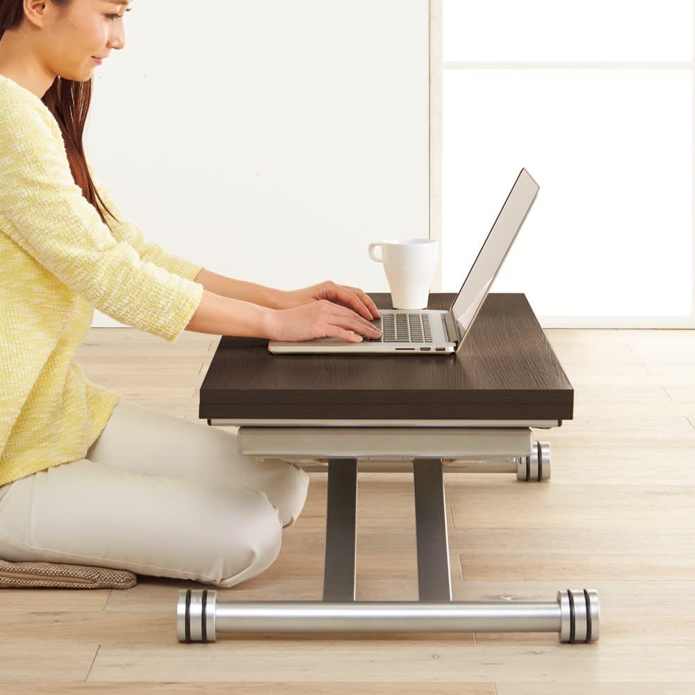 伸長式ガス圧昇降テーブル 幅120(天板110)cm 高さが調節できるから、パソコン作業も快適。 ※写真は幅100cmタイプです。