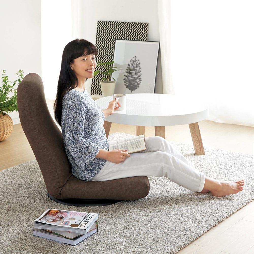 特許を取得した腰に優しい回転座椅子 ハイタイプ 360°回転式なので、振り返りも腰に負担をかけません。