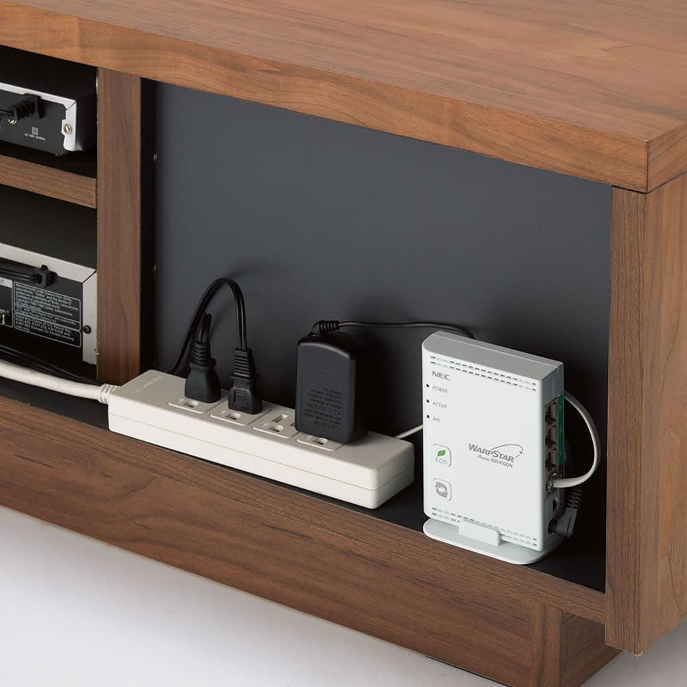 天然木無垢材のテレビ台・テレビボード ウォルナット天然木 幅200cm 背面スペースにモデムやコンセントタップを収納。