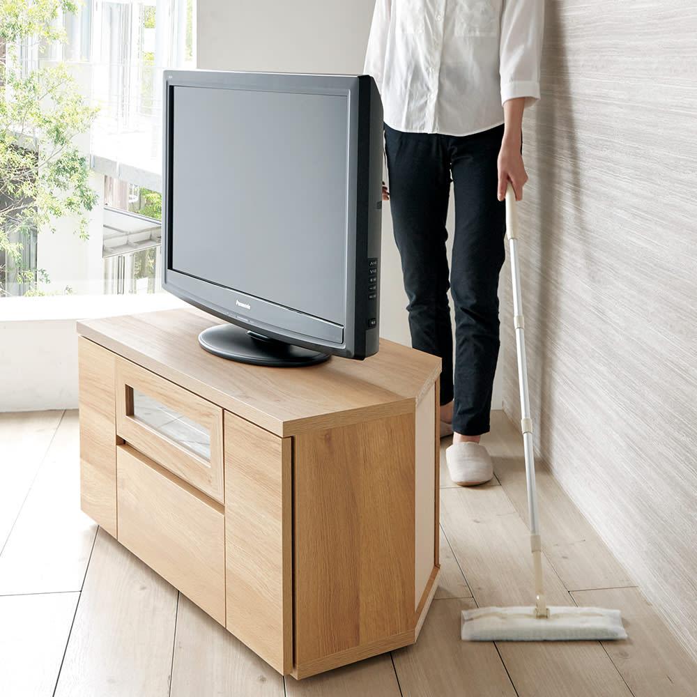 天然木調お掃除がしやすいコーナーテレビ台・テレビボード ハイタイプ 幅120cm 隠しキャスター付きで移動がスムーズ。背面のお掃除もラクにできます。