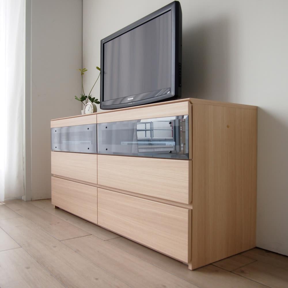 パモウナGV-140ダイニングからシアターリビングシリーズ テレビ台 幅140cm 取っ手のないすっきりしたデザインで部屋にすっきり馴染みます。