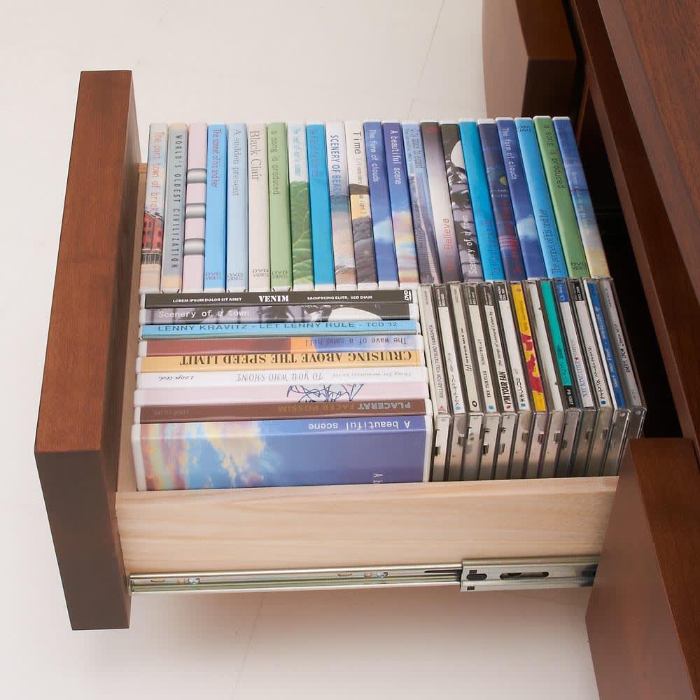 アルダー天然木アールデザインテレビ台・幅164cm CD、DVDを背表紙を見せて収納できます。